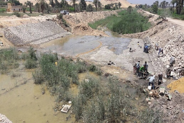 صورة وزير الري يتلقى تقريرا حول نسب تنفيذ أعمال الحماية من السيول
