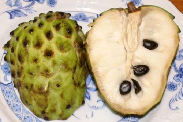 """صورة بالفيديو.. تعرف على المردود الاقتصادى الهائل والفوائد الصحية لفاكهة """" القشطة"""""""