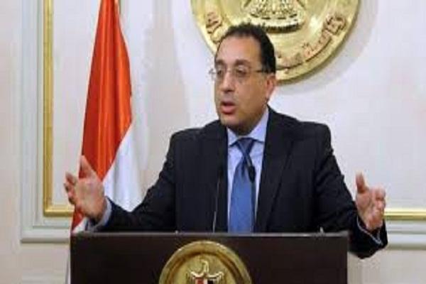 """صورة مدبولي يتلقي تقريراً بتطورات توزيع أراضى """" الريف المصرى بقنا"""