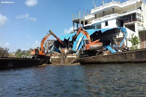 """صورة """" الرى"""" تواصل حملة إزالة التعديات على نهر النيل ومنافع الصرف بمختلف المحافظات"""