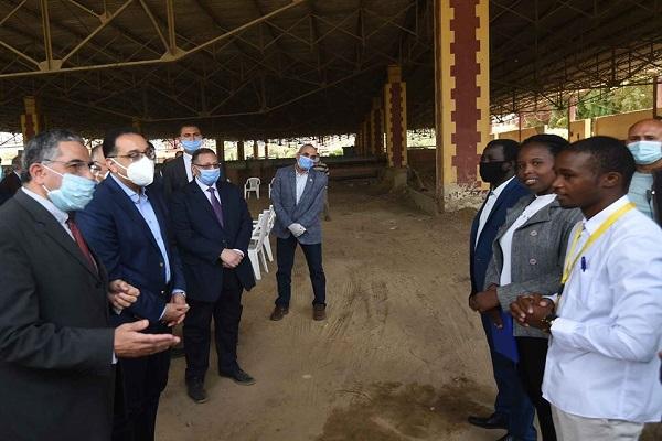 صورة بالصور .. مدبولى يتفقد أعمال تطوير منطقة الشاليهات بجزيرة الشعير بالقناطر الخيرية