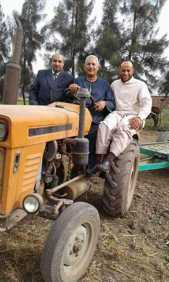 صورة نقيب الفلاحين يطالب بتوفير الجرارات الزراعيه عالية القدرة