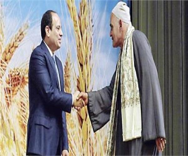 صورة أبو صدام: الفلاحين يحتفلون بعيدهم وسط الحقول بقلوب راضية