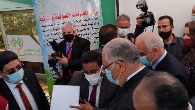 صورة بالصور.. وزير الزراعة يشيد بالركن الاعلامي لمعرض زهور الربيع